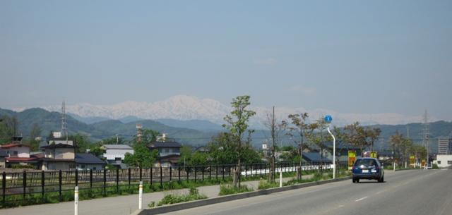米沢から見た飯豊連峰