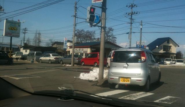 ガソリンスタンドの列